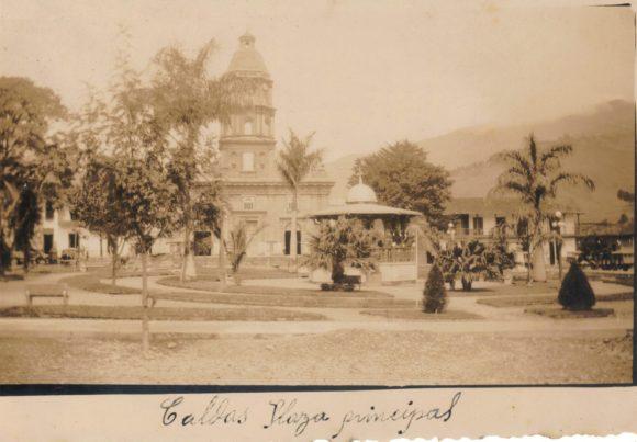 foto antigua parque de caldas